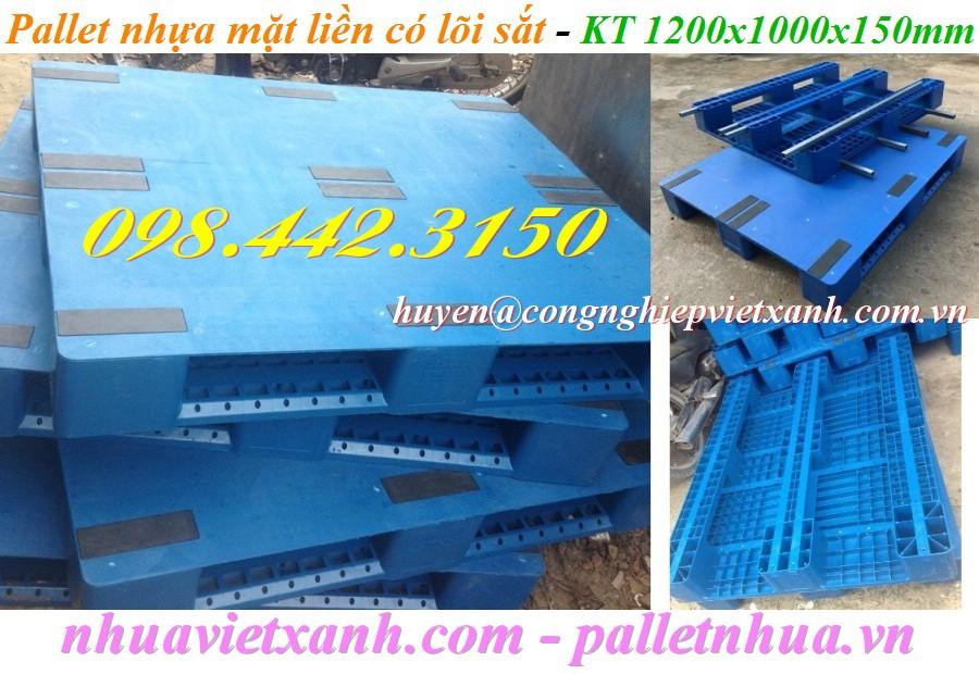 Pallet nhựa mặt liền có lõi sắt 1200x1000x150mm màu xanh
